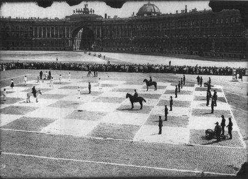 Шахматная партия в Петрограде