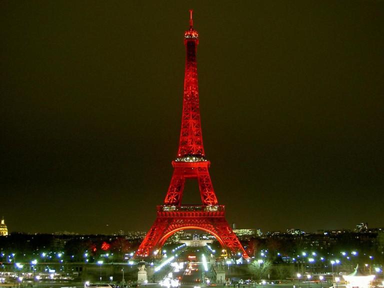 Эйфелева башня с подсветкой