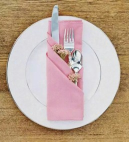 Устраивая званый обед или праздничный ужин — как красиво сложить салфетки