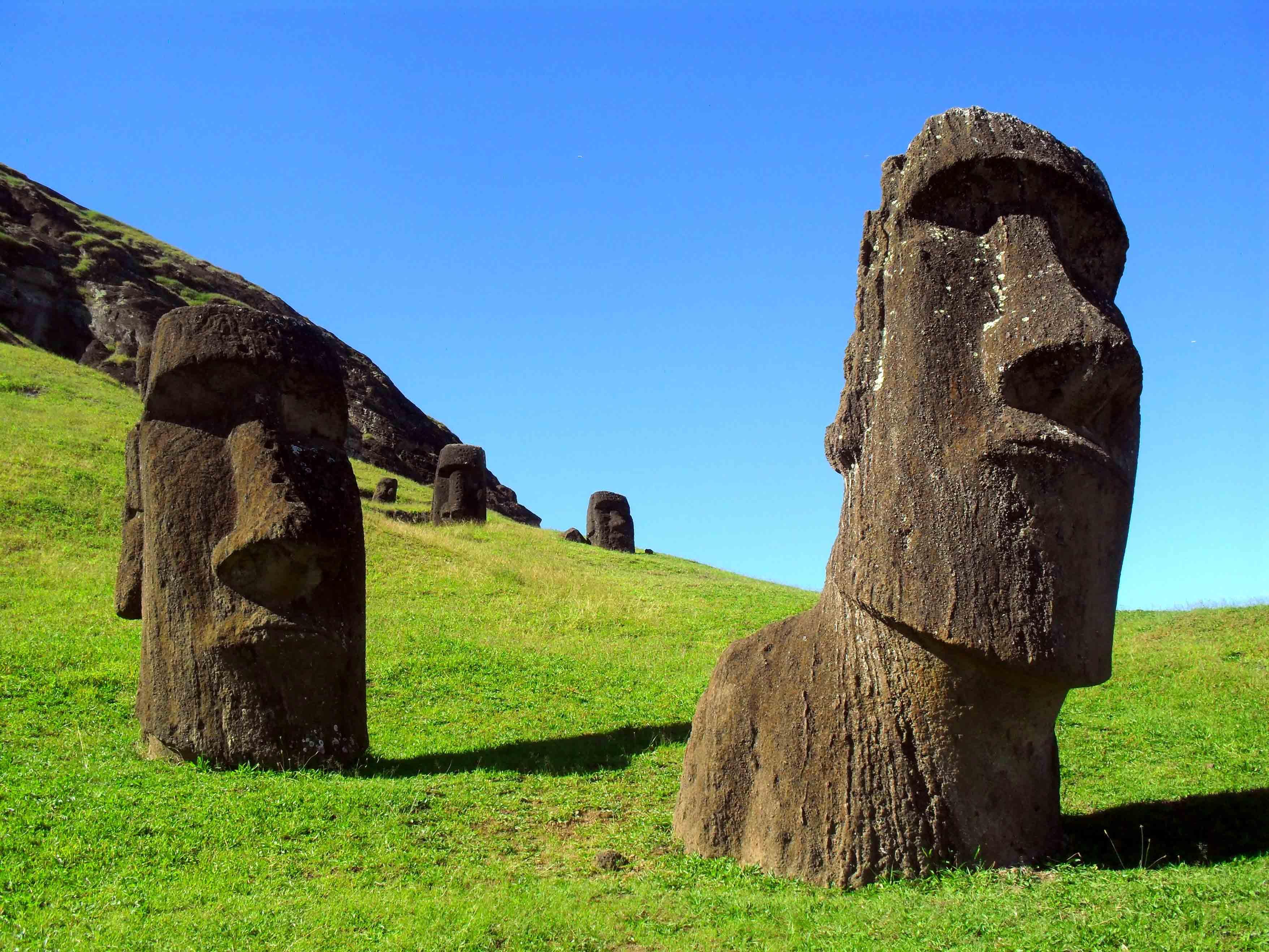 моаи на острове пасхи